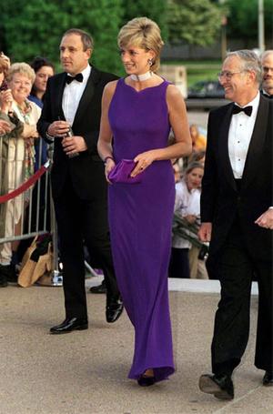 Фото №9 - Все оттенки сирени: как королевские особы носят фиолетовый цвет