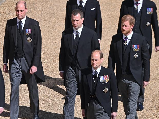 Фото №2 - Окончательный разрыв: почему Гарри не остался в Британии на день рождения Королевы