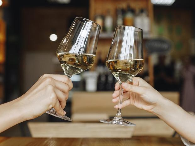 Фото №1 - Столовый этикет: как правильно подбирать бокалы под вино