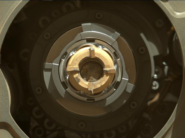 Фото №2 - Марсоход Perseverance взял первый образец марсианской породы