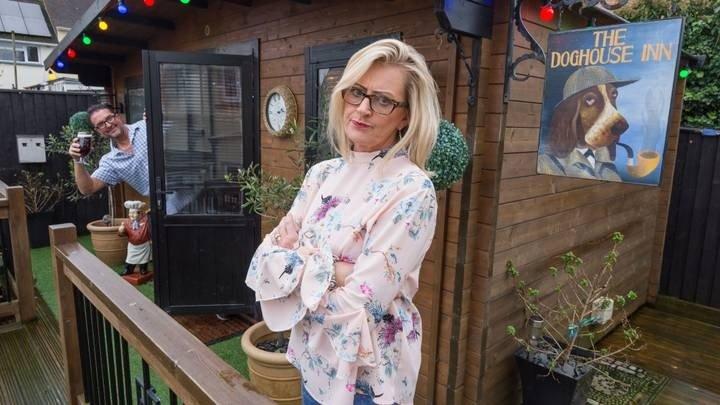Фото №8 - Жительница Великобритании построила в саду настоящий паб, чтобы муж больше не пропадал по кабакам (фото)