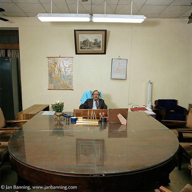 Фото №7 - Проходите, садитесь: кабинеты чиновников и служащих в разных странах