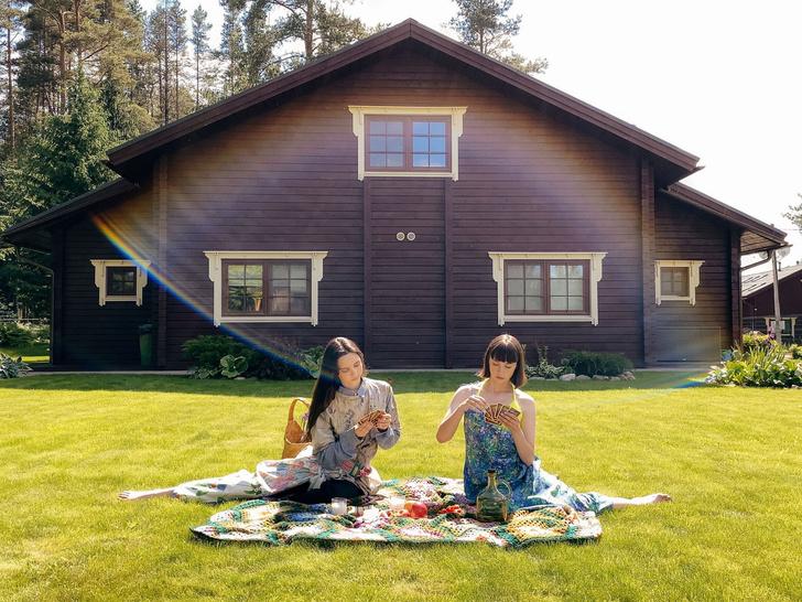 Фото №3 - Идеальные выходные на даче с сестрами Настей и Ариной Шевцовыми