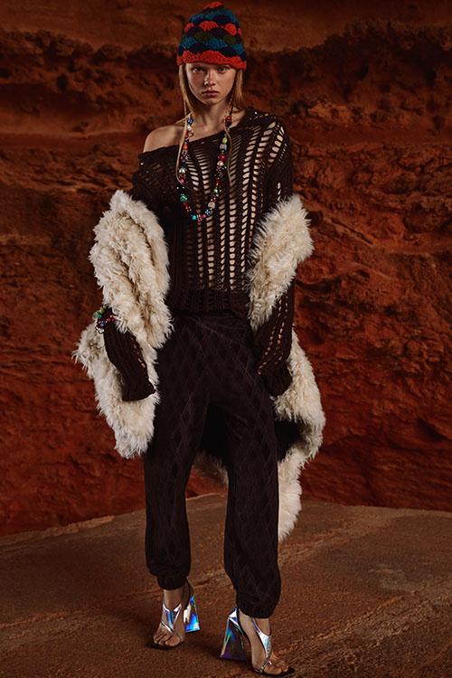 Фото №23 - Цветные шубы, вязаные брюки и венец из перьев: коллекция Attico осень-зима 2021