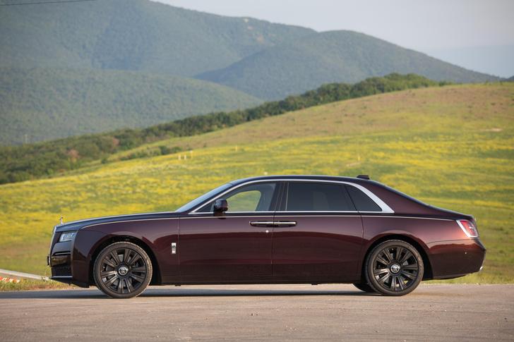 Фото №8 - Ти-ши-на! 10 важных фактов о новом Rolls-Royce Ghost