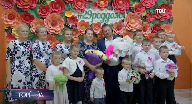 Фото №1 - Жительница Подмосковья родила 14-го ребенка