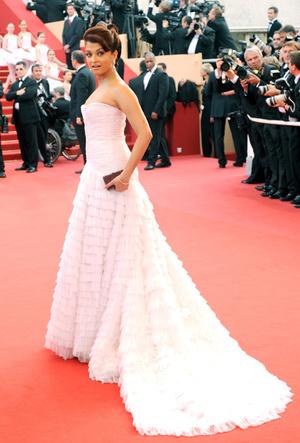 Фото №41 - Болливуд в Каннах: Айшвария Рай и все ее наряды за историю кинофестиваля