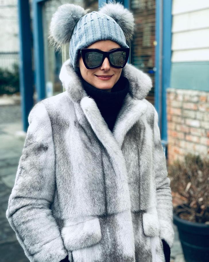 Фото №1 - Шапка с помпонами, в которой вы не замерзнете: показывает Оливия Палермо