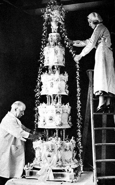 Фото №6 - Сладко: свадебные торты на королевских свадьбах