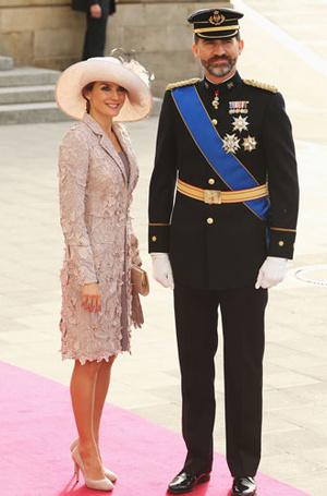 Фото №5 - Какие головные уборы носит королева Летиция