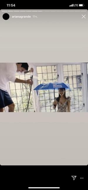 Фото №1 - Новый бойфренд Арианы Гранде неожиданно появился в ее веселом видео с Леди Гагой
