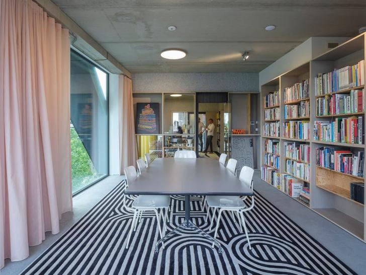 Фото №6 - Дом с монохромным принтом на основе шрифта в Амстердаме