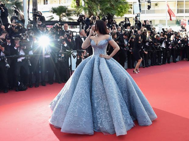 Фото №99 - Болливуд в Каннах: Айшвария Рай и все ее наряды за историю кинофестиваля