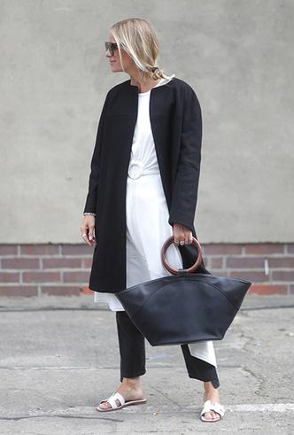 Фото №24 - Платье зимой: 4 небанальных (и теплых) способа его носить