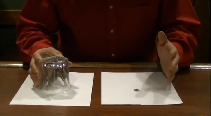 Фото №1 - Простейший фокус с исчезновением монетки