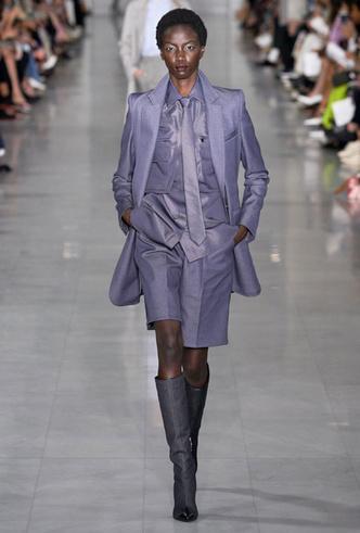 Фото №14 - Как стильно носить галстуки: советы дизайнеров и главных модниц