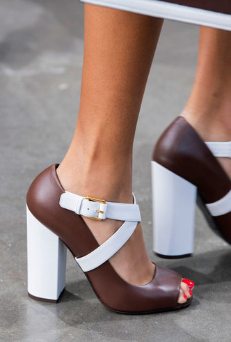 Фото №45 - Самая модная обувь весны и лета 2020: советы дизайнеров