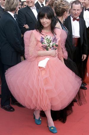 Фото №42 - Войти в историю: 35 культовых платьев Каннского кинофестиваля