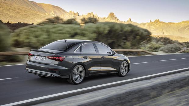 Фото №4 - Ударили по красоте: Audi представила новый компактный седан