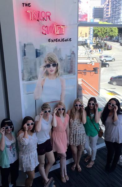 Фото №2 - Манекены H&M выглядят точь-в-точь как Тейлор Свифт