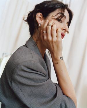 Фото №5 - Клипсы, подвеска и браслет из новой коллекции Boucheron Quatre на Алексе Чанг и Нур Ариде