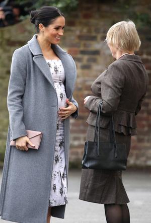Фото №3 - Как Меган привлекает внимание к своей беременности: все стильные уловки герцогини