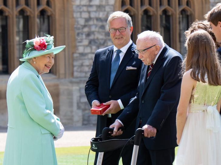 Фото №5 - Почему Королеве пришлось покинуть свадьбу принцессы Беатрис раньше всех