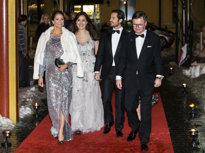 Фото №2 - Принцесса Мадлен выбирает платье, как у герцогини Меган (и сияет ярче всех)