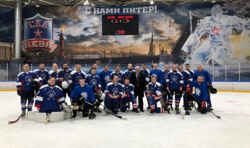 Фото №1 - Медицинский хоккей. Врачи Петербурга проиграли московском коллегам на льду