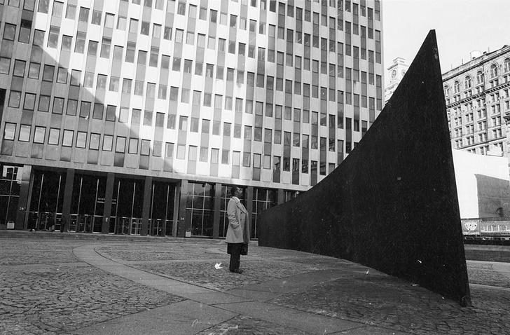 Фото №2 - «Большая глина №4» Урса Фишера и другие одиозные городские скульптуры