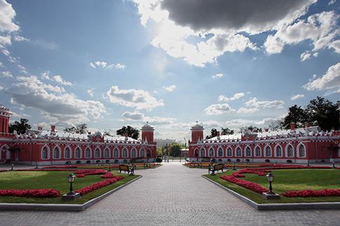 Фото №1 - Топ-7 мест в Москве, где можно отметить свадьбу