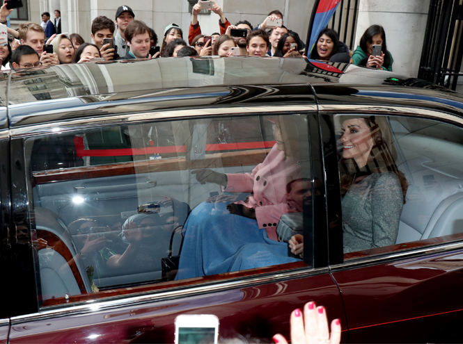 Фото №8 - Что сделала Кэтрин Кембриджская, чтобы угодить Королеве на их совместном мероприятии