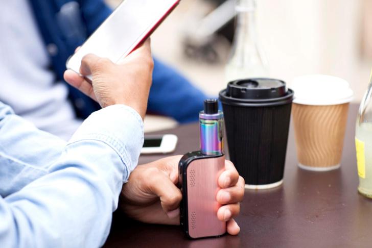 Фото №1 - Электронные сигареты стали причиной болезни легких