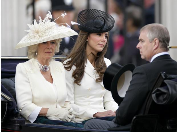 Фото №2 - Тайная месть: почему герцогиня Камилла пропустила свадьбу Евгении