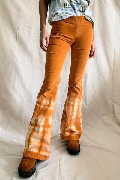 Фото №2 - Как сделать джинсы с эффектом тай-дай своими руками 💙🤍