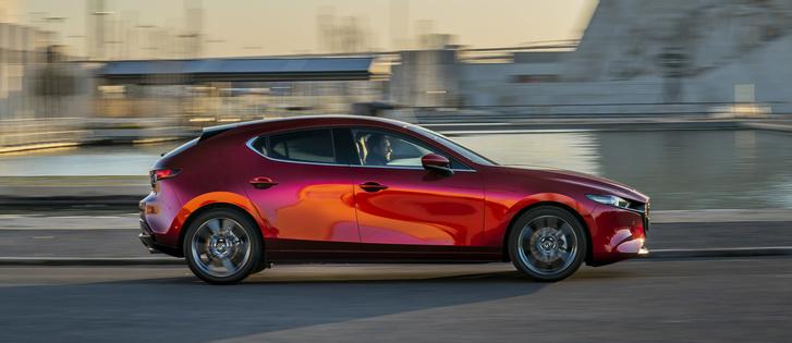 Фото №1 - Mazda 3: забыть про кроссоверы