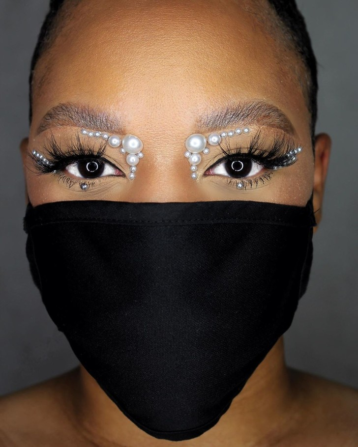 Фото №4 - Посткарантинный тренд: макияж под цвет маски