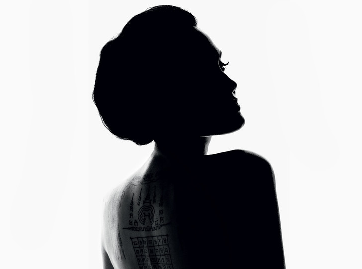 Фото №1 - Анджелина Джоли – новая икона парфюмерного дома Guerlain