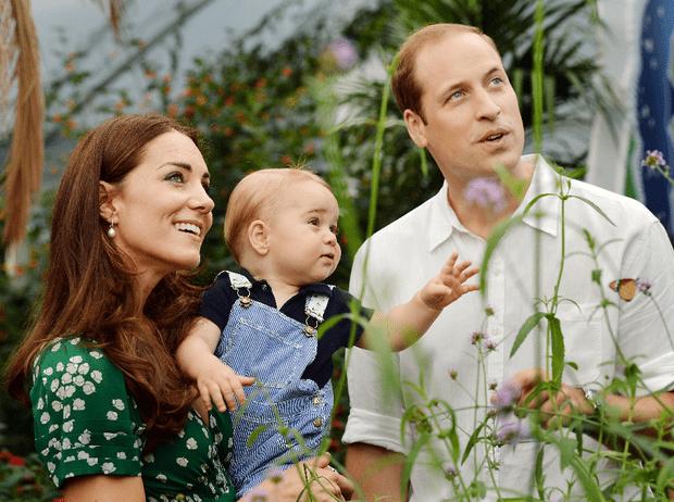 Фото №1 - Идеальная семья: в Сети обсуждают неизвестное фото Кембриджских с детьми