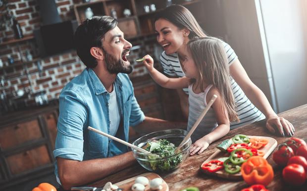 Фото №2 - Как незаметно посадить мужчину на диету и при этом не поссориться