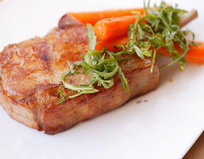 как жарить свиные стейки