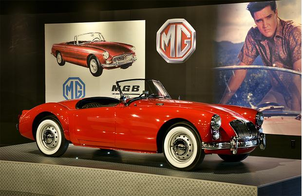 Автомобиль главного героя фильма «Голубые Гавайи», сыграл которого, конечно же, сам Элвис. Стильный британский родстер полюбился Пресли на съемках и он забрал его в личную коллекцию. Правда, на «Эм-Джи» «Король» особо не ездил и позже подарил машину своей