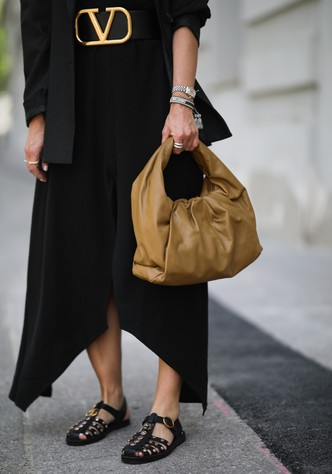 Фото №9 - «Рыбацкие» сандалии: как носить самый спорный тренд года