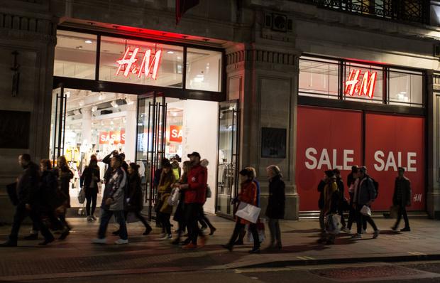 Фото №2 - Почему adidas и H&M закрывают свои магазины, и что нас ждет через 10 лет?