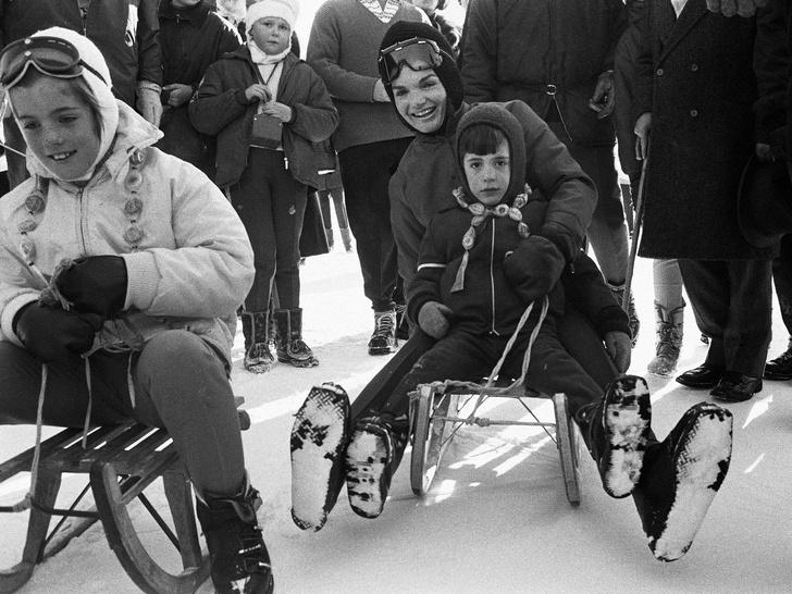 Фото №17 - Счастье на четверых: самые трогательные фото четы Кеннеди с детьми