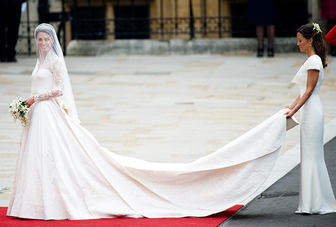 Фото №4 - 16 самых известных, красивых и дорогих свадебных платьев за всю историю