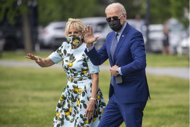 Фото №2 - Нечего надеть? Джилл Байден отметила 100 дней президентства мужа в старом и мятом платье