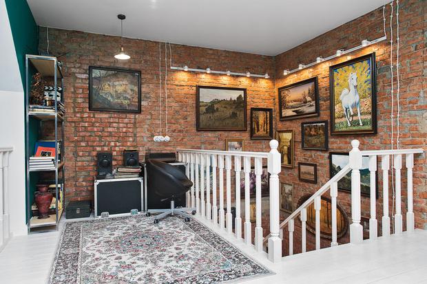 Фото №3 - Дом звезды «Гадалки»: этаж для питомцев и магическая люстра