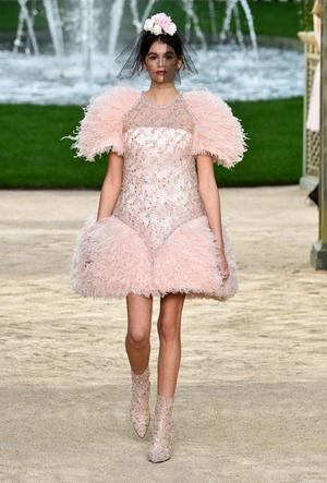 Фото №6 - Кайя Гербер стала лицом новой рекламной кампании Chanel