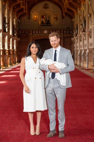 Фото №3 - 5 двубортных платьев, как у герцогини Меган на официальном фотоколле
